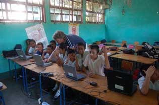 Vokunteers teach computing