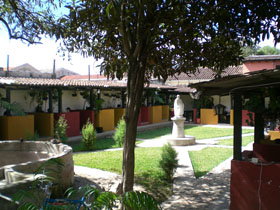 The school courtyard of Academia de Español Sevilla